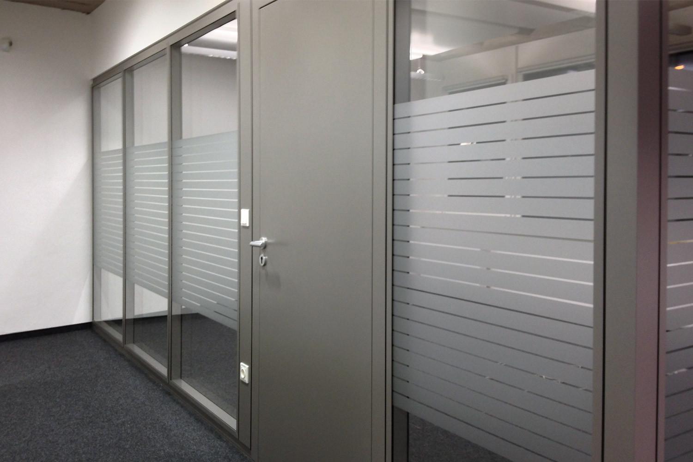 Fenster Sichtschutz Milchglasfolie Beschriftungen Luzern