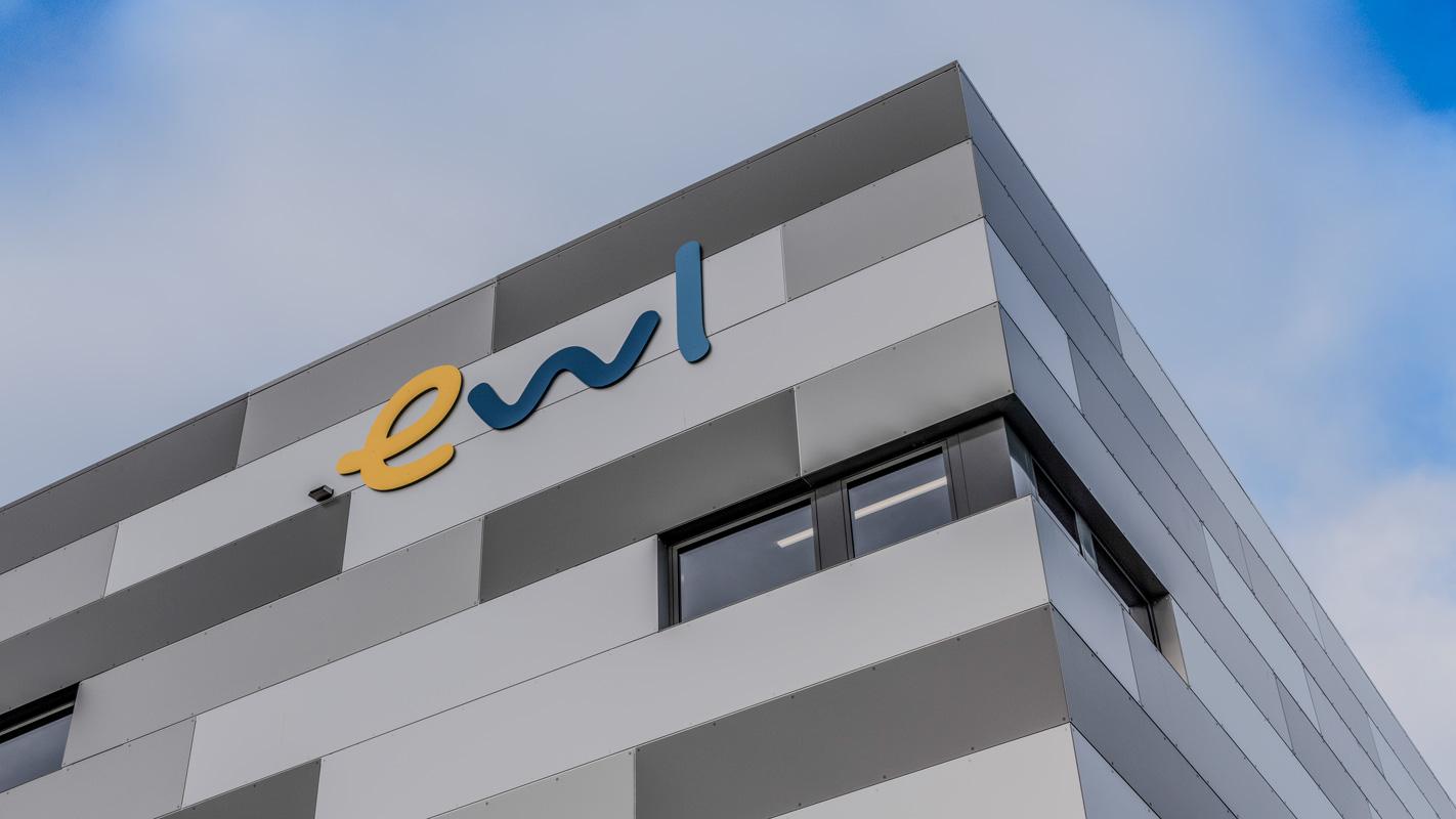 ewl Fassade mit 3 D Logo