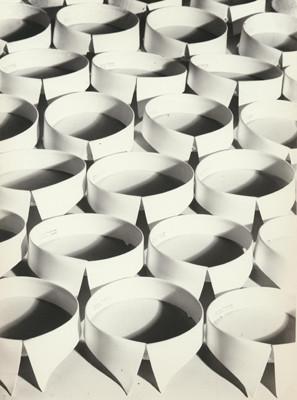 Hein Gorny (1904-1967)  - Untitled (Krägen) - 1928 - Gelatin silver print re-printed 1972 by Heinrich Riebesehl -  26,9 x 20,0 (30,3 x 23,8) cm - © Hein Gorny/Collection Regard
