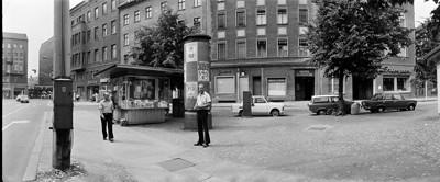 Hans Martin Sewcz (*1955) - Oranienburger Straße mit Blick auf Linienstraße, Berlin-Mitte, 1979 - Gelatin silver print - 22,3 x 29,4 cm - © Hans Martin Sewcz