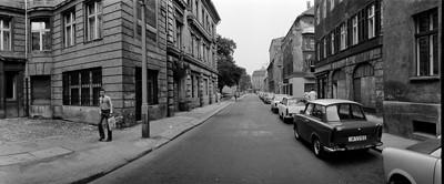 Hans Martin Sewcz (*1955) - Große Hamburger Straße, Berlin-Mitte, 1979 - Gelatin silver print - 22,3 x 29,4 cm - © Hans Martin Sewcz