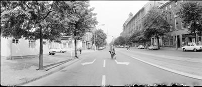 Hans Martin Sewcz (*1955) - Oranienburger Straße, Ecke Linienstraße, Berlin-Mitte, 1979 - Gelatin silver print - 22,3 x 29,4 cm - © Hans Martin Sewcz