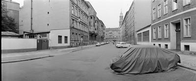 Hans Martin Sewcz (*1955) - Krausnickstraße, Berlin-Mitte, 1979 - Gelatin silver print - 22,3 x 29,4 cm - © Hans Martin Sewcz