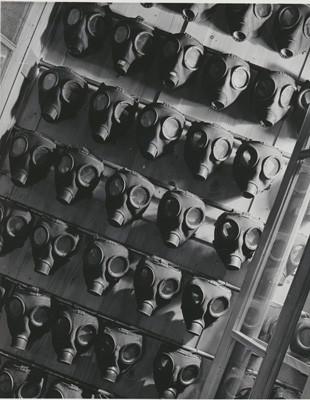 Hein Gorny (1904-1967) - Untitled (Gasmasken) 1930s - Gelatin silver print re-printed 1972 by Heinrich Riebesehl - 21,9 x 17,5 (23,8 x 18,2) cm - © Hein Gorny/Collection Regard