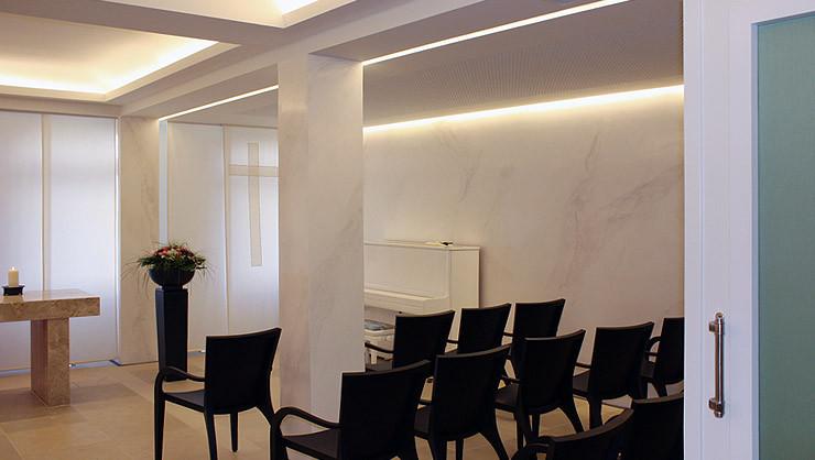 Raumeindruck der Stuccolustroarbeiten an Wand- und Pfeilerflächen mit indirekter Beleuchtung