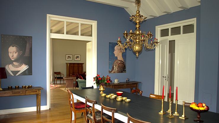 Wandflächen in Kreide Emulsion Elise, Tischplatte in Oskar und Tischgestell in Madrai