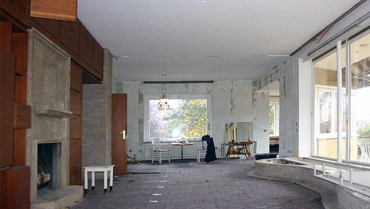 Wohnzimmer vor Beginn der Ausführung der Stuck-, Maler- und Tapezierarbeiten