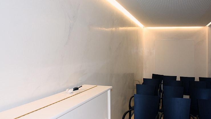 Händisch polierte hochglänzende Stuccolustro-Wandfläche