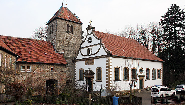 Westfassade der St. Hubertus Kirche (norddeutsche Barockkirche)