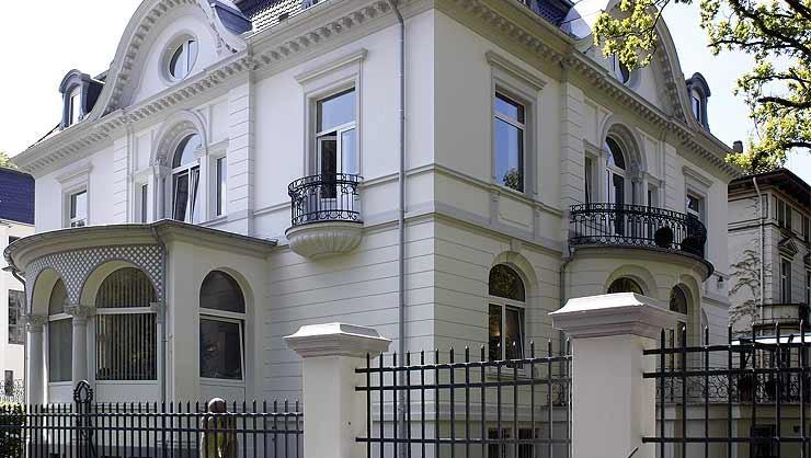Restaurierung einer klassischen Stuckfassade am Zoologischen Garten Hannover