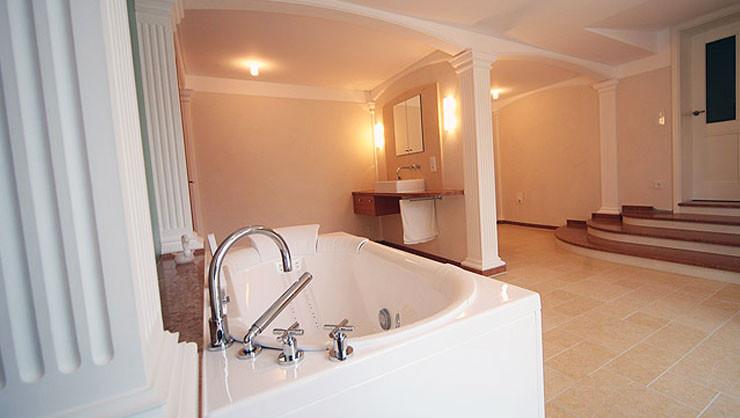 Badezimmer mit ausgeführten Trockenbau-, Stuck-, Malerarbeiten & Wandflächen in Terra Stone