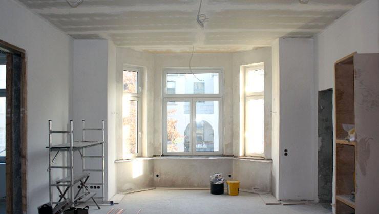 Küche vor der Decken- und Wandflächengestaltung