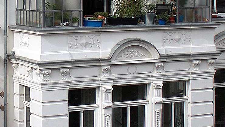 Restaurierter Mittelrisalit mit Wintergarten