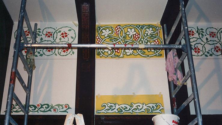 Fachwerkgefache mit aufgelegten rekonstruierten und händisch gefertigten Schablonen