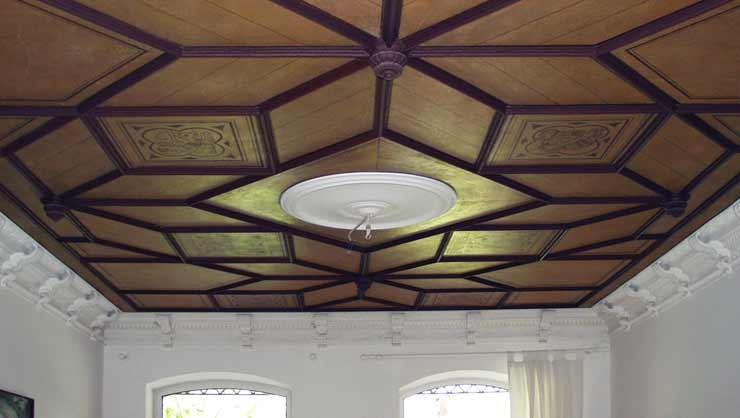 Freilegung und Restaurierung von Stuck/Dekorationsmalerei an historischer Deckengestaltung