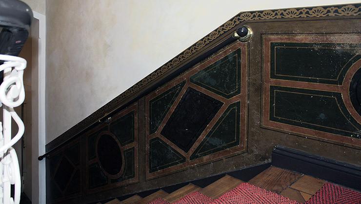Brüstungs- und Sockelbemalung nach ausgeführter Restaurierung und Wandoberflächengestaltung
