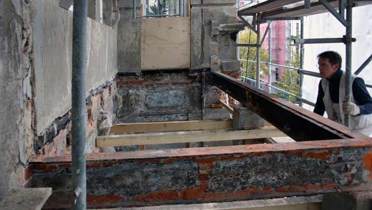 Balkonanlage 2. OG nach den Abrissarbeiten