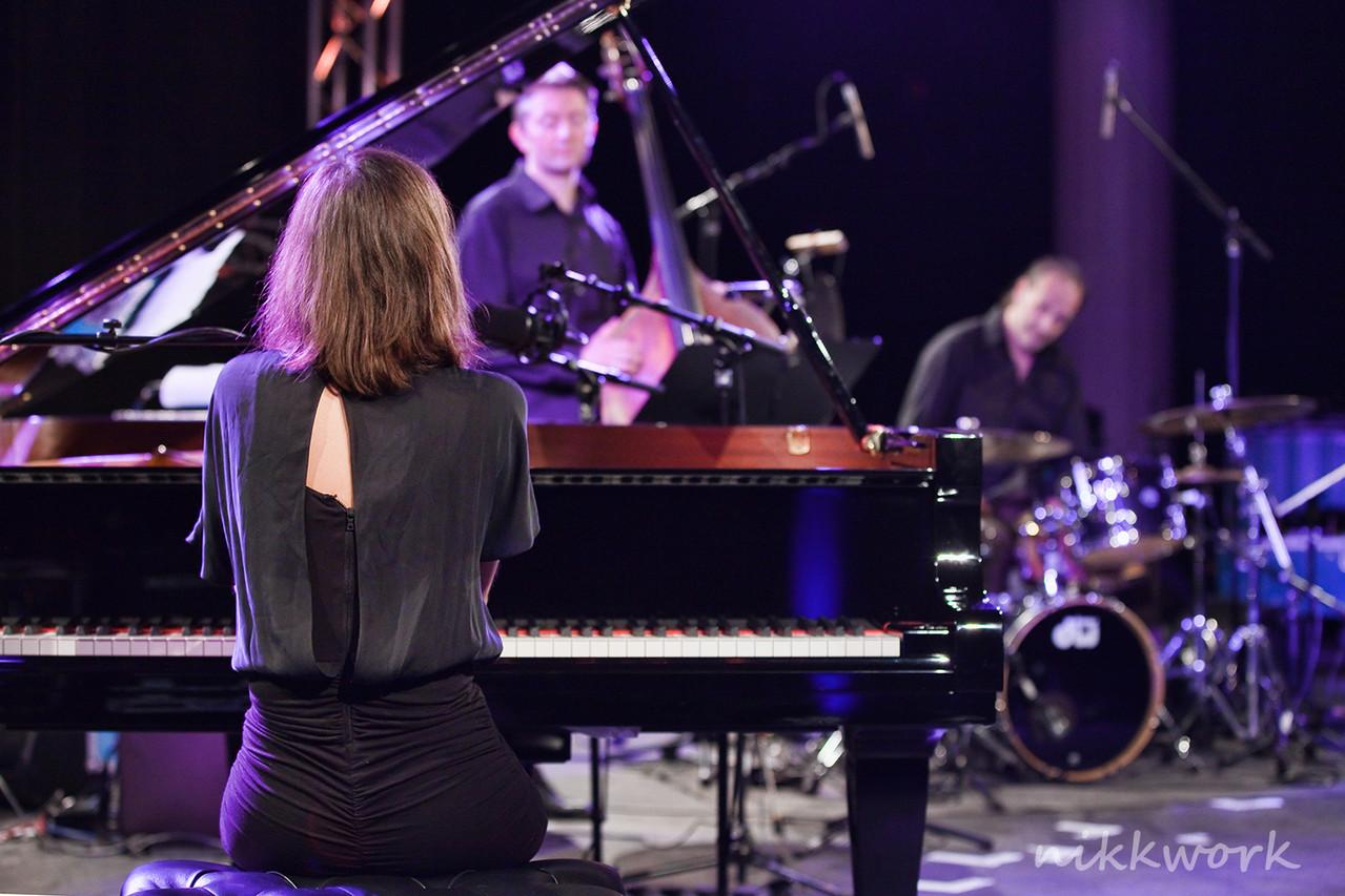 Olivia Trummer Trio