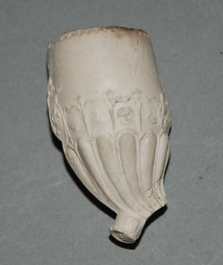 Pijpekoppen met zogenaamde 'lobben' versiering