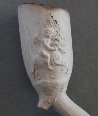 Trechtervormige pijpekoppen, geheel versierd of met zijmerk