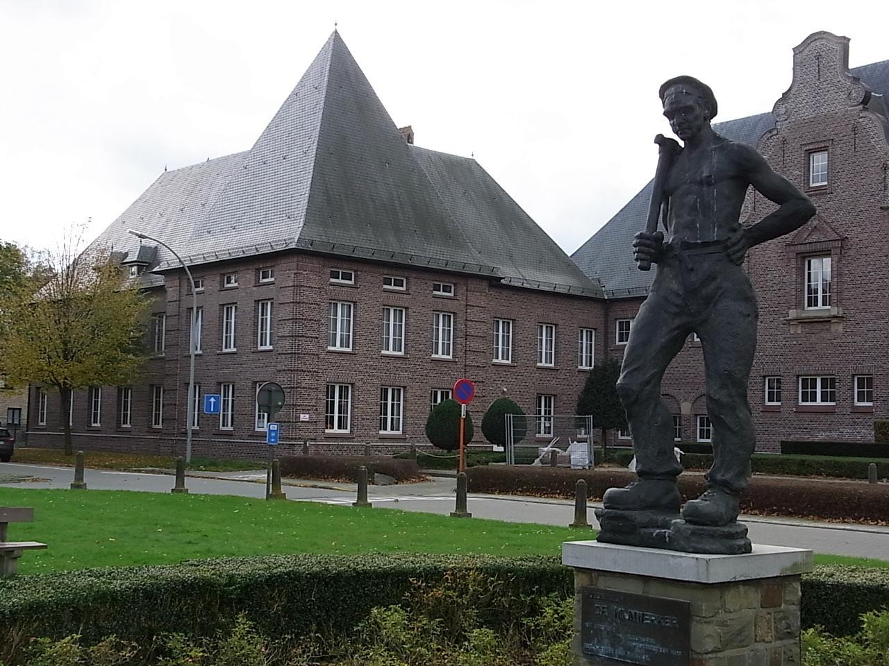 Skulptur eines Minenarbeiters