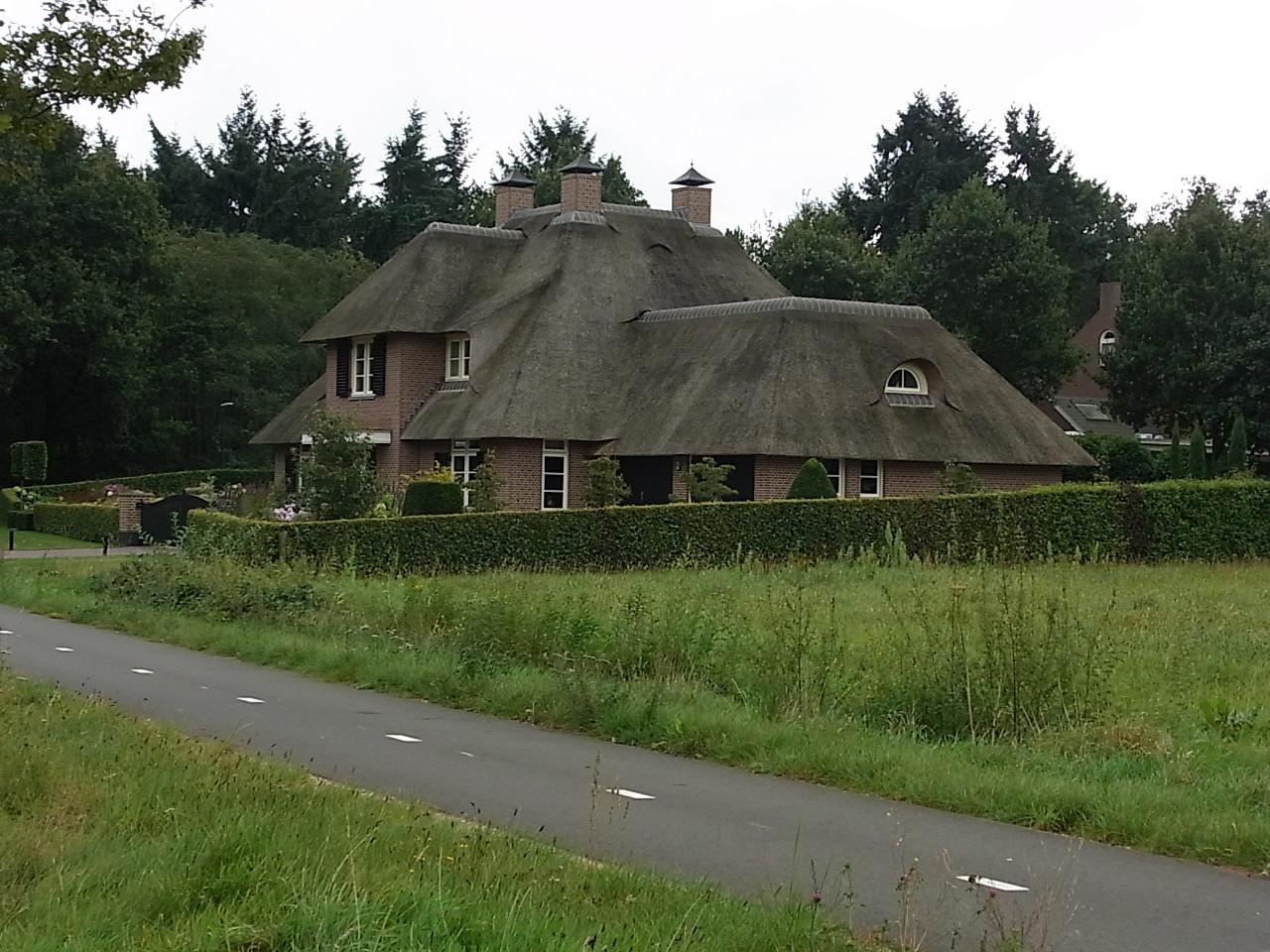 Schönes Haus an der Landstraße