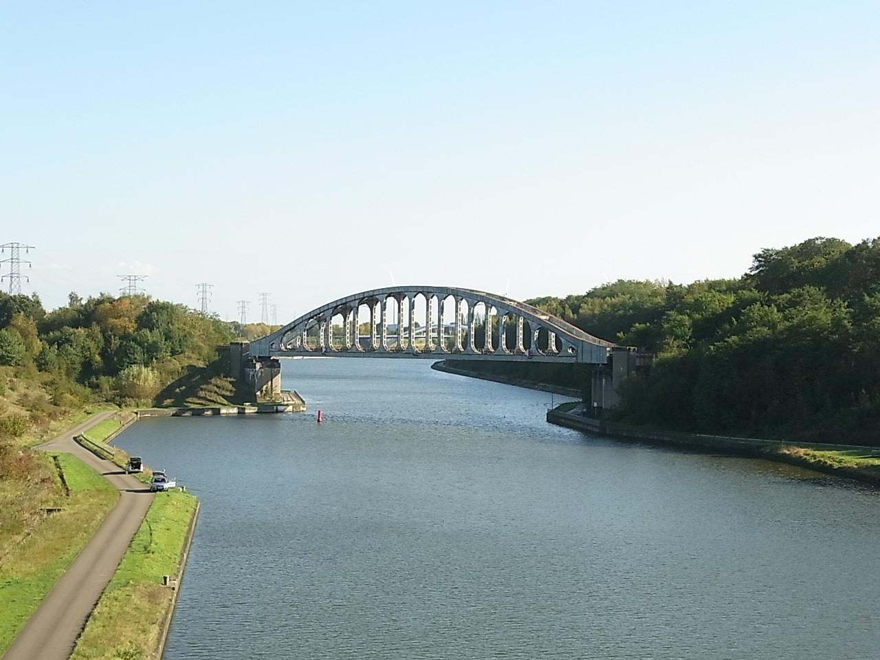 Auf einer Brücke bei Gellik