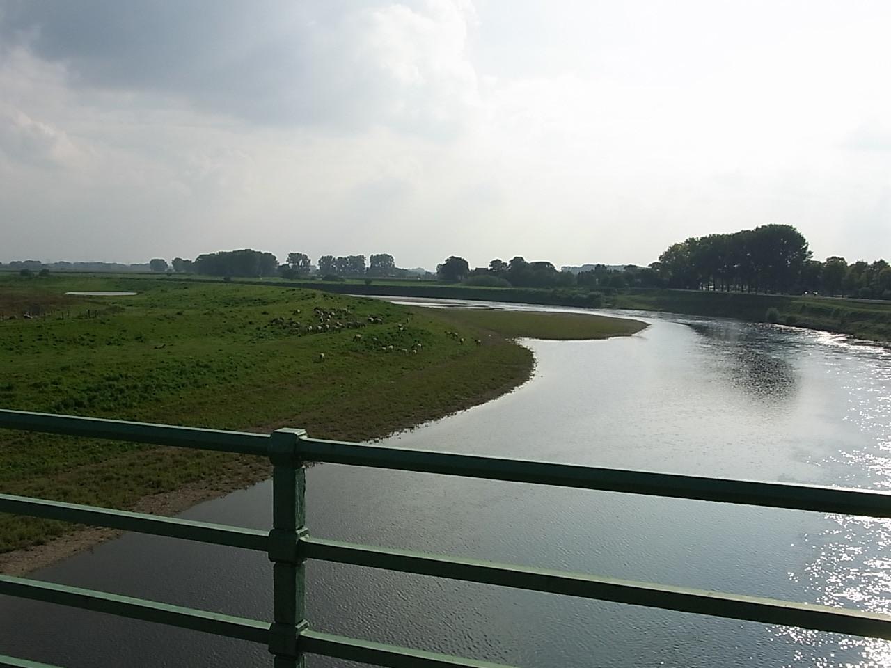 auf dem Weg nach Hause über die Maas bei Maaseik