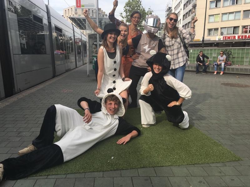 Quo vadis - Festival Uni Düsseldorf, Schneemädchen, Defender, Panda