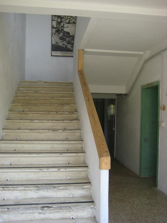 3.  Ingresso con scala al piano superiore