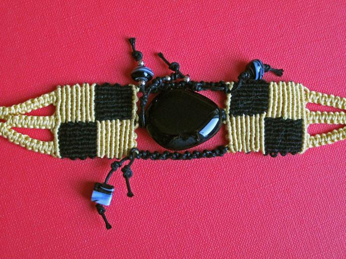 """bracciale in macramé """"Gabri"""" - materiale: cotone."""