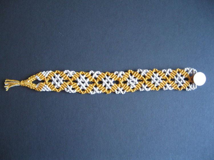 """bracciale in macramé """"Beatrice"""" - materiale: cotone e lino. Venduto"""