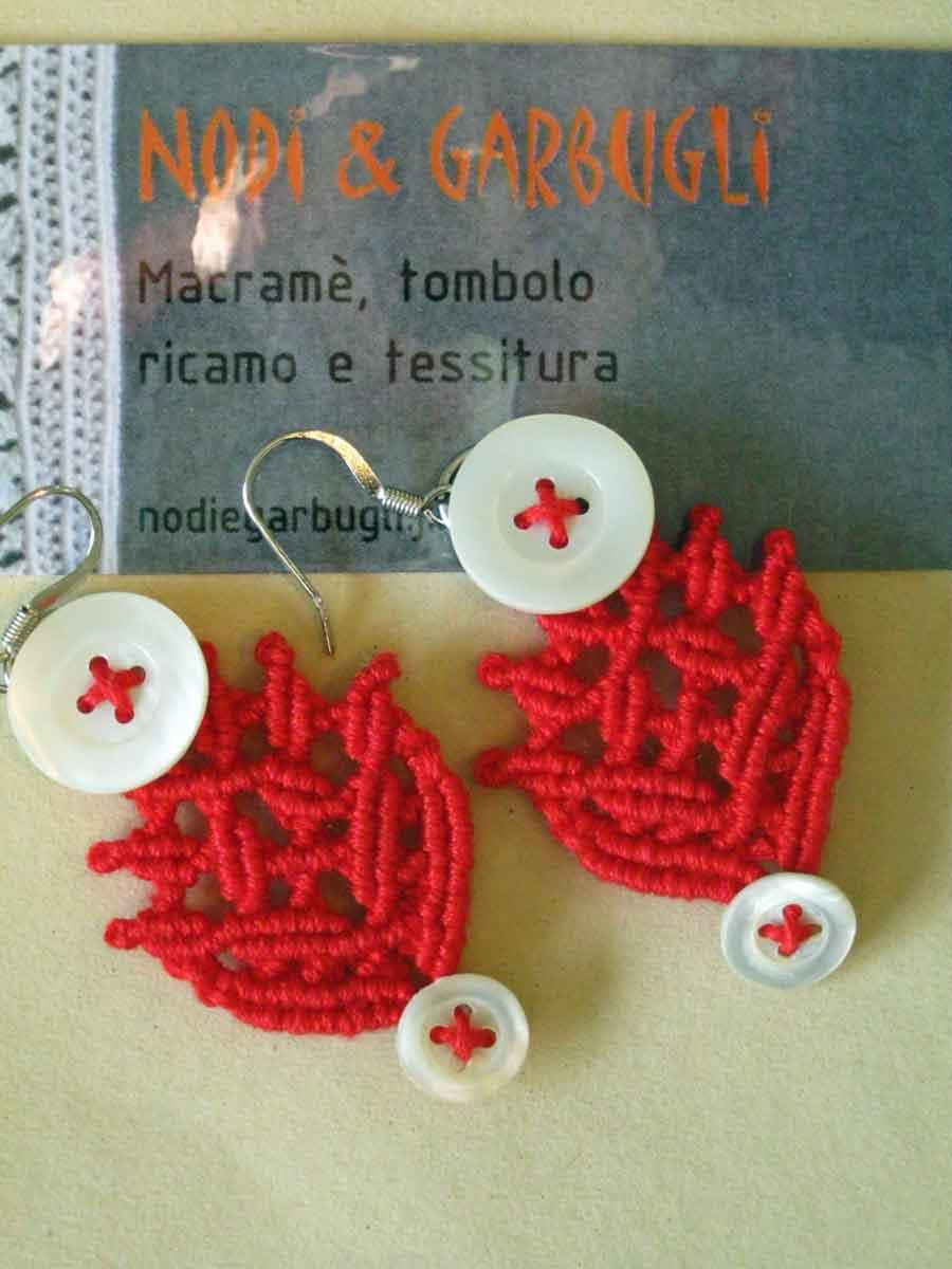 BOTTONI 7 - cotone rosso e bottoncini in madreperla