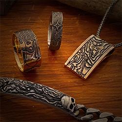 Herrenschmuck Kollektion Schatzkarte in Rotgold, Weissgold, Silber oder Edelstahl aus dem Atelier der Goldschmiede OBSESSION