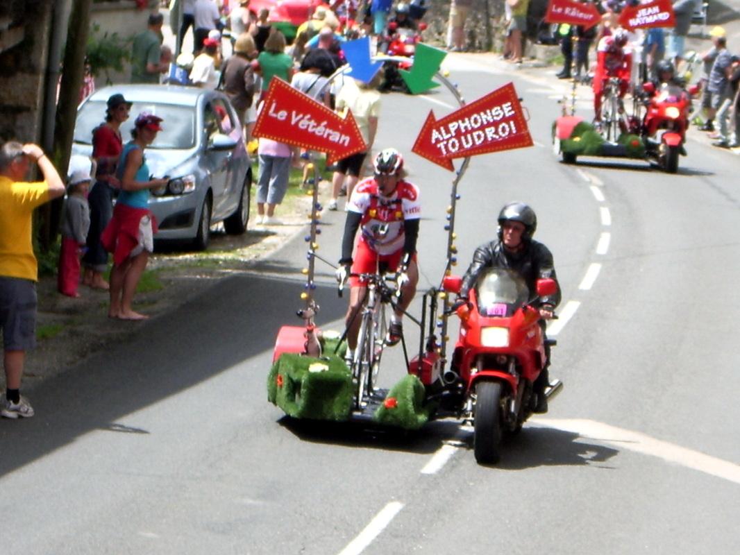Le Tour de France 2012 à Châtillon : La caravane publicitaire.