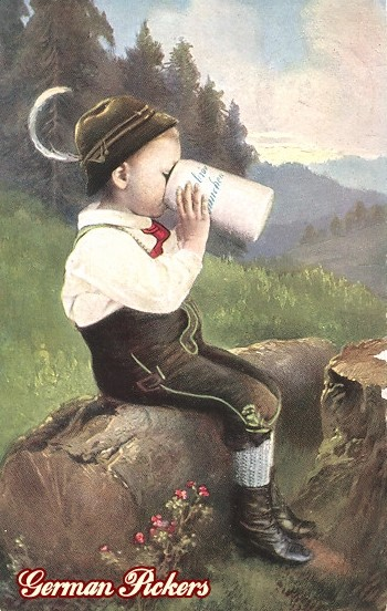 AK Kind auf Holzstamm trinkt Bier