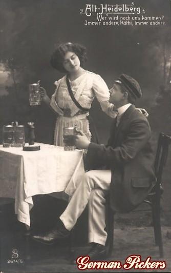 AK Alt Heidelber Frau und Student trinken Bier