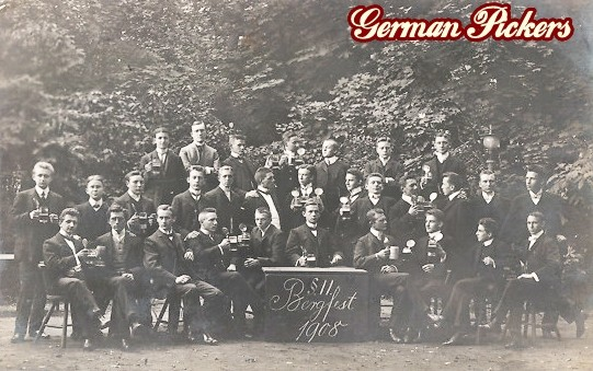 AK Studenten feiern Bergfest mit viel Bier. 1908
