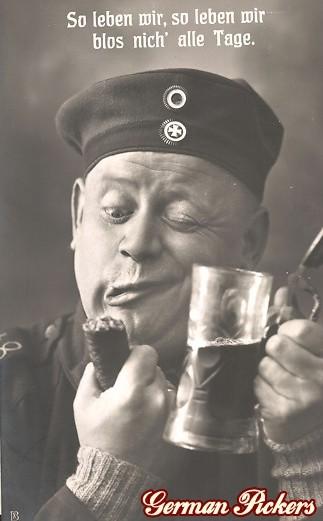 AK Soldat mit Wurst und Bier - So leben wir, so leben wir, bloß nicht alle Tage!
