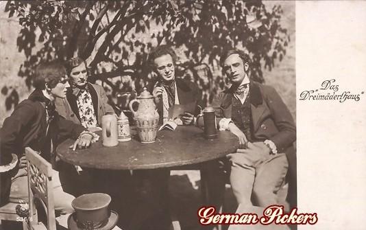 """AK Film """"Das Dreimäderl Haus"""" Gruppe trinkt aus Bierhumpen"""