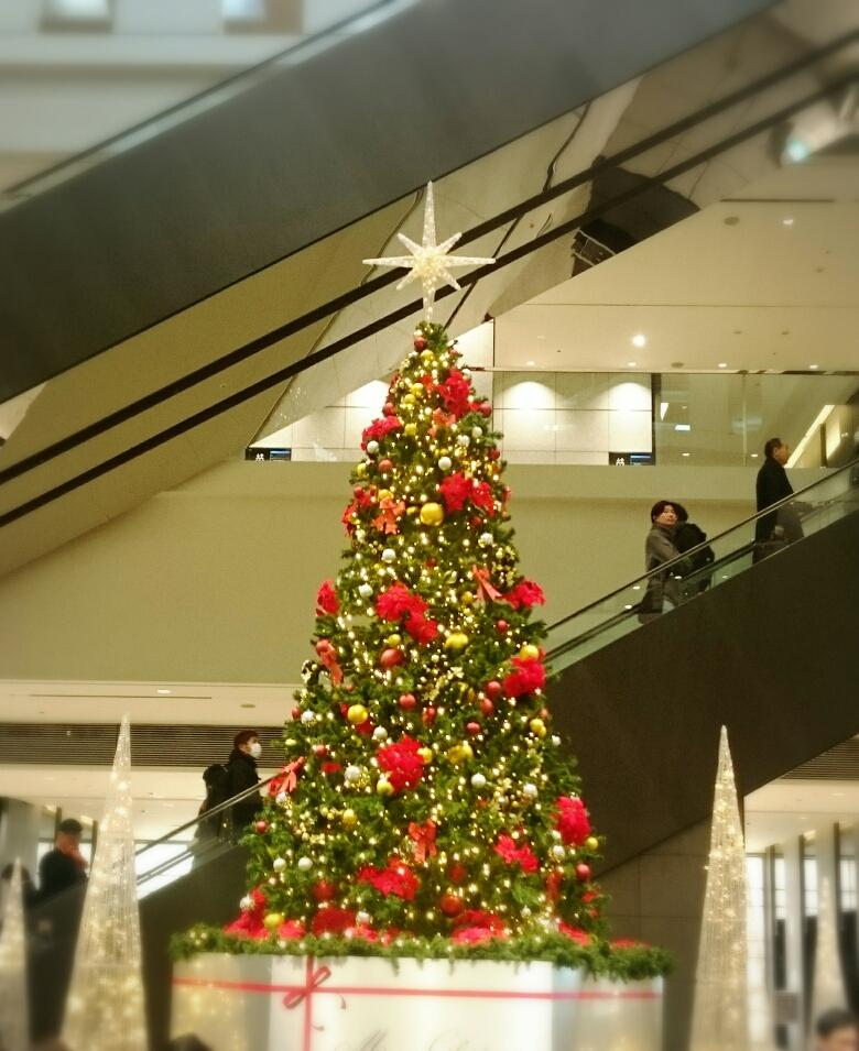 用賀駅のクリスマスツリー