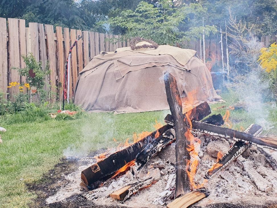 Die Schwitzhüttenzeremonie im Feld der Ahnen