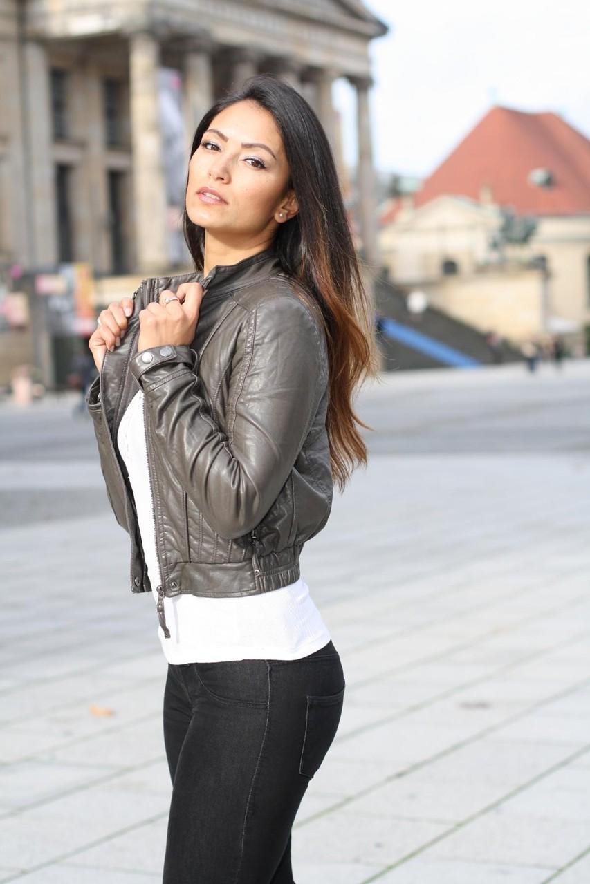 Werde Teil unseres Team und bewirb Dich als Model Hostess, Messehostess oder Model bei Blickfang Management, der Model und Hostess Agentur mit Hauptsitz in Berlin.
