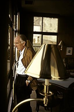 "By Thomas.Bernhard.jpg: Thomas Bernhard Nachlaßverwaltung derivative work: Hic et nunc (This file was derived from:  Thomas.Bernhard.jpg) [CC-BY-SA-3.0-de (<span><a class=""smarterwiki-linkify"" href=""h"
