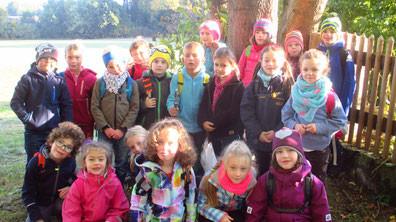 Die Klassen 2a und 2b machten sich gemeinsam auf um zur Ausflugsgaststätte Schlehenberg zu laufen. Nach einem recht abenteuerlichem Weg durch den Wald kamen sie aber in Meyernreuth an!
