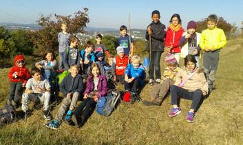 Die Klasse 3b wanderte durch die Eremitage auf den Golfplatz. Pause machten wir bei den Schützengräben. Über den Seulbitzer Spielplatz ging es wieder zurück zur Schule.