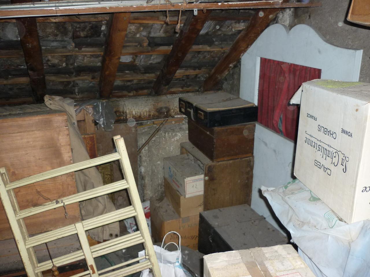 débarras d'un grenier à Morteau, doubs, 25, AVANT INTERVENTION....... entreprise de déblaiement-débarras AHLEN