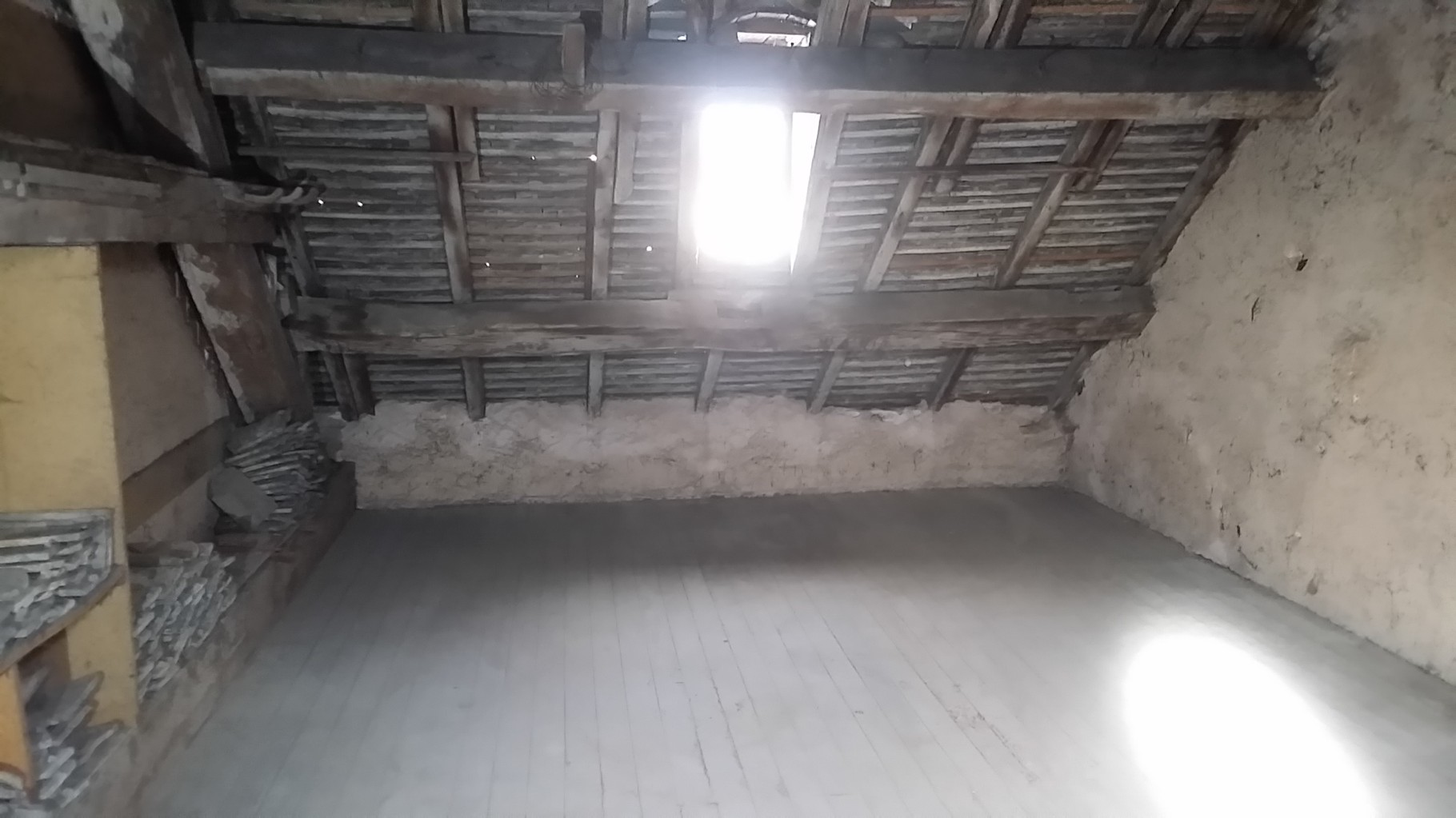 Débarras d'un grenier à Besançon après intervention - Débarras Ahlen