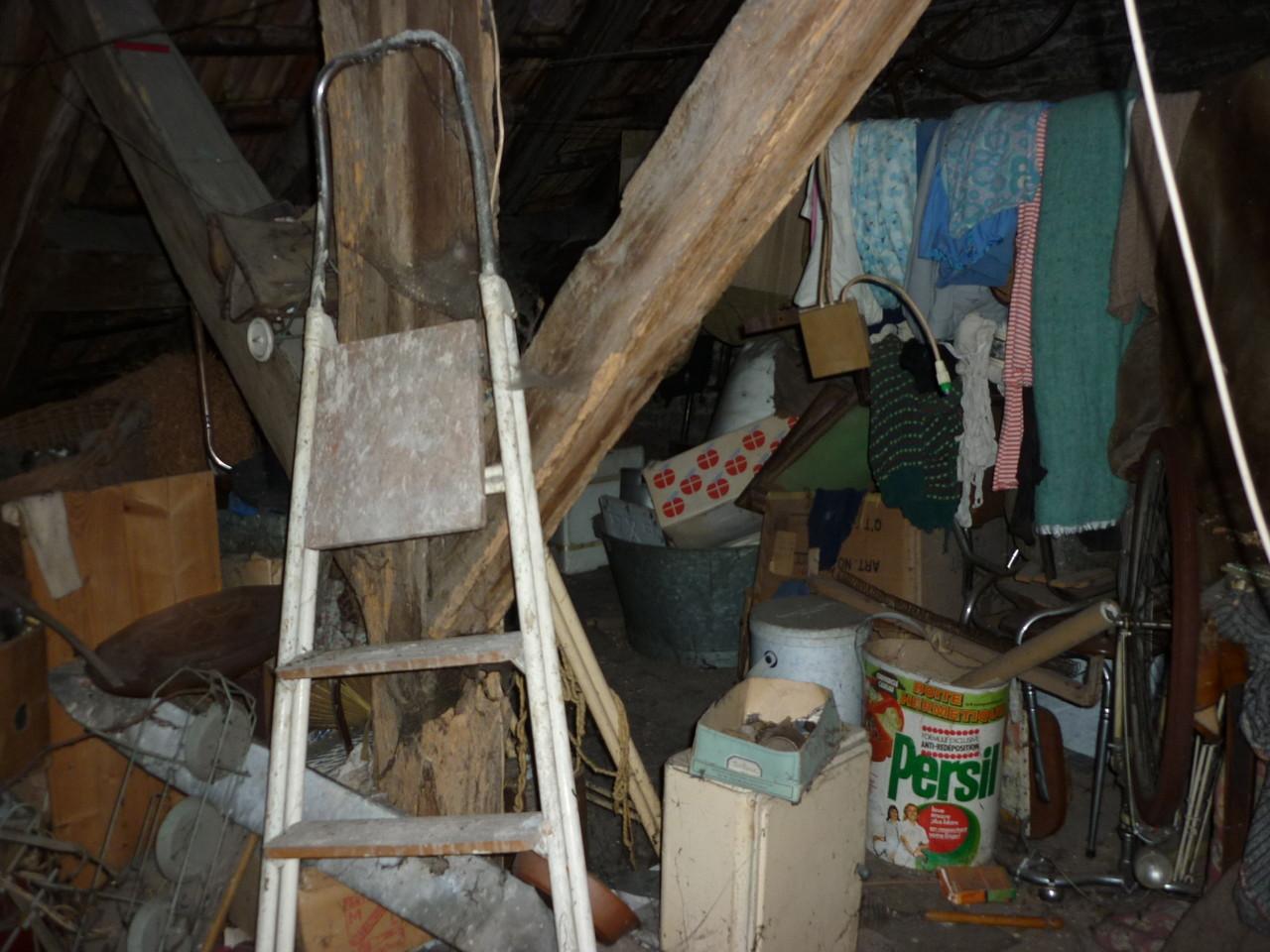 débarras d'un grenier à Ornans, doubs, 25, AVANT INTERVENTION....... entreprise de déblaiement-débarras AHLEN