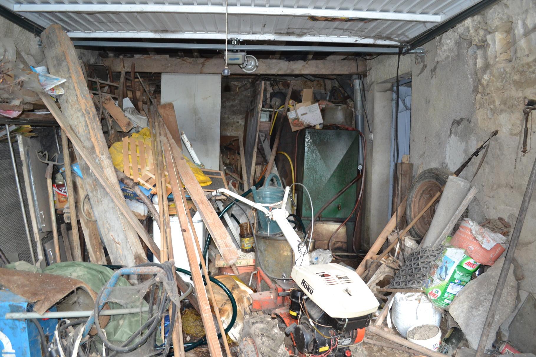 débarras d'un garage à Besançon, doubs, 25, AVANT INTERVENTION....... entreprise AHLEN